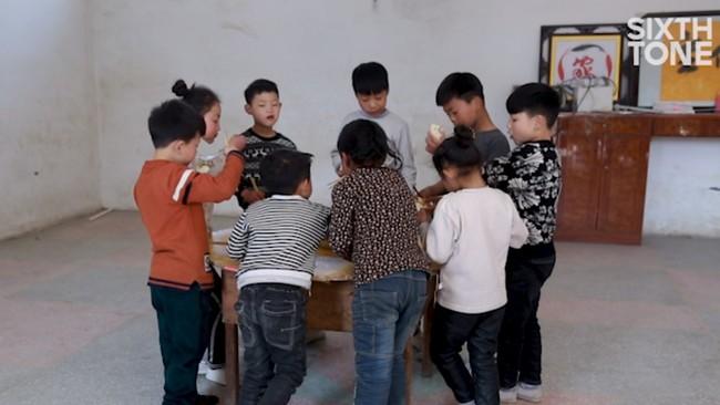 Những đứa trẻ kiếm sống bằng nghề nhào lộn ở Trung Quốc: Không gia đình, không được đến trường nhưng không thôi hy vọng  - Ảnh 4.