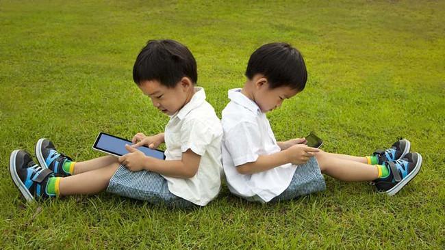 Tiết lộ về số giờ trẻ dưới 5 tuổi có thể dùng tivi - điện thoại, nhiều cha mẹ giật mình vì đã để con xem quá nhiều - Ảnh 3.