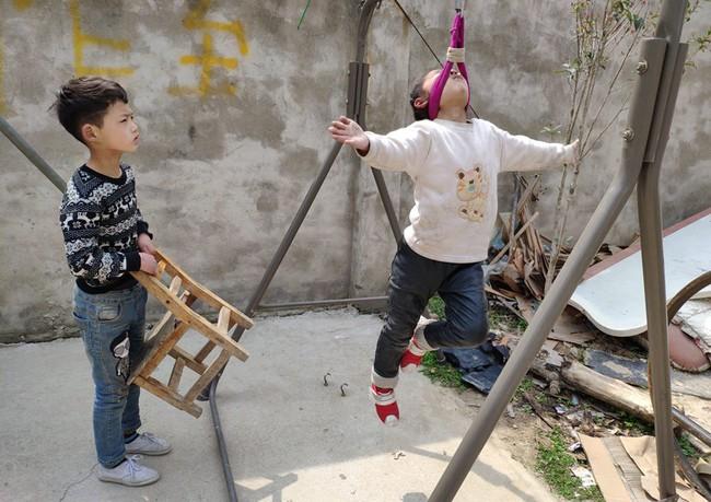Những đứa trẻ kiếm sống bằng nghề nhào lộn ở Trung Quốc: Không gia đình, không được đến trường nhưng không thôi hy vọng  - Ảnh 11.
