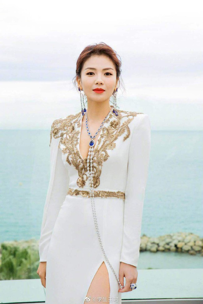 Cuồng vợ như chồng Lưu Đào: Like 171 bài liên quan đến việc vợ xuất hiện tại Cannes - Ảnh 1.