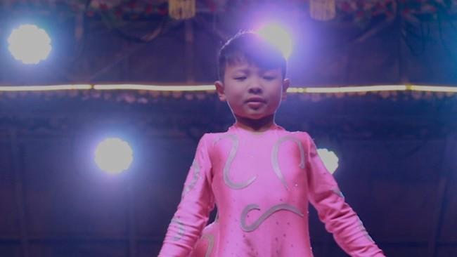 Những đứa trẻ kiếm sống bằng nghề nhào lộn ở Trung Quốc: Không gia đình, không được đến trường nhưng không thôi hy vọng  - Ảnh 12.