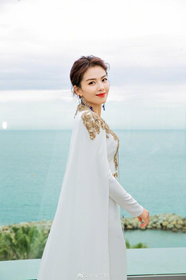 Cuồng vợ như chồng Lưu Đào: Like 171 bài liên quan đến việc vợ xuất hiện tại Cannes - Ảnh 2.