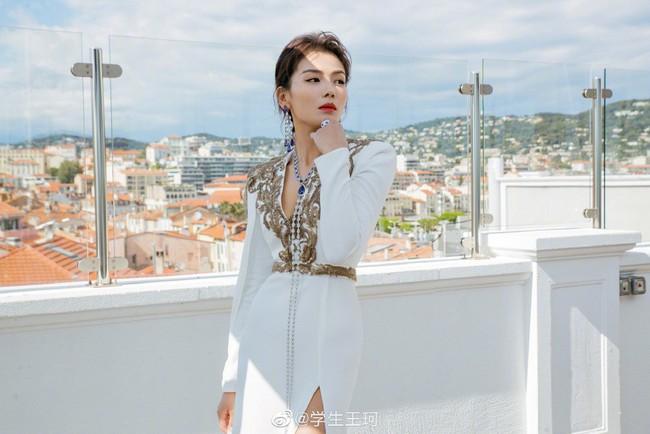 Cuồng vợ như chồng Lưu Đào: Like 171 bài liên quan đến việc vợ xuất hiện tại Cannes - Ảnh 3.