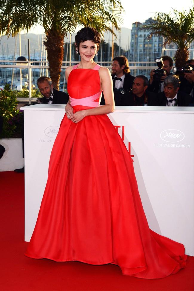 Những bộ đầm đỏ đẹp nhất qua các mùa Cannes: Phạm Băng Băng với xưng danh nữ hoàng thảm đỏ nhưng vẫn thua hẳn Lý Nhã Kỳ - Ảnh 3.
