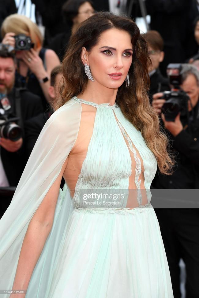 Thảm đỏ Cannes 2019: Selena khoe vòng 1 khủng, chân dài Thái Lan lại nổi bần bật nhờ váy lạ - Ảnh 9.