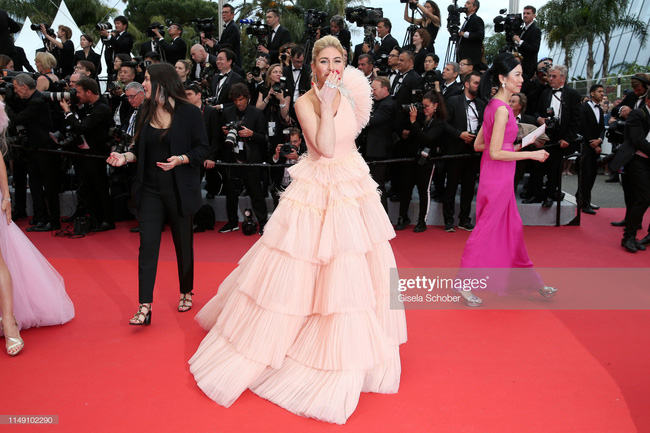 Muốn lịm đi với màn tập hợp váy công chúa ngày khai mạc Cannes 2019, bộ nào cũng bồng bềnh thần tiên quá đỗi - Ảnh 12.