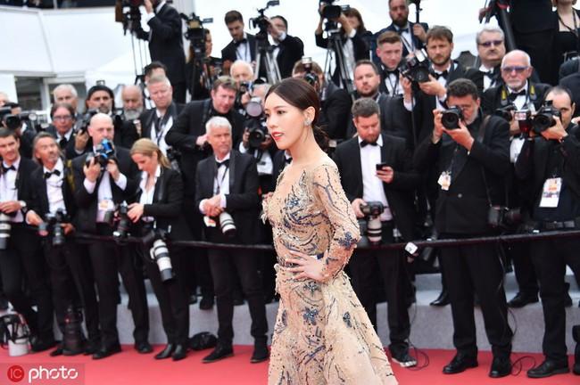 Bị đuổi khỏi thảm đỏ Cannes, cung nữ của Cao Quý Phi trong Diên Hi Công Lược vẫn chây lì tạo dáng - Ảnh 3.