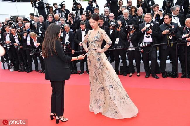 Bị đuổi khỏi thảm đỏ Cannes, cung nữ của Cao Quý Phi trong Diên Hi Công Lược vẫn chây lì tạo dáng - Ảnh 1.