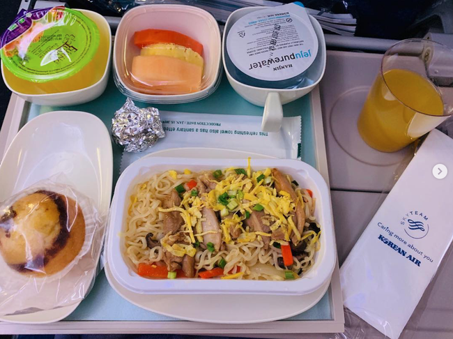 Dạo một vòng xem món ăn trên máy bay của các nước, Việt Nam phục vụ mì Ý trong khi Mỹ, Pháp phục vụ cơm - Ảnh 8.