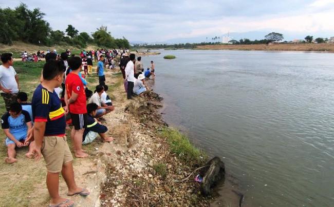 Hai anh em họ 7 tuổi đi câu cá bị chết đuối ở Nghệ An - Ảnh 1.