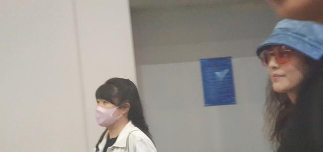 Diệt Tuyệt sư thái - Châu Hải My xuất hiện giản dị và chớp nhoáng tại sân bay Tân Sơn Nhất - Ảnh 1.