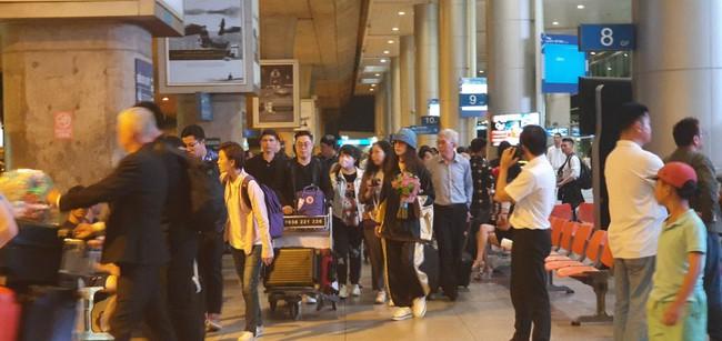 Diệt Tuyệt sư thái - Châu Hải My xuất hiện giản dị và chớp nhoáng tại sân bay Tân Sơn Nhất - Ảnh 3.
