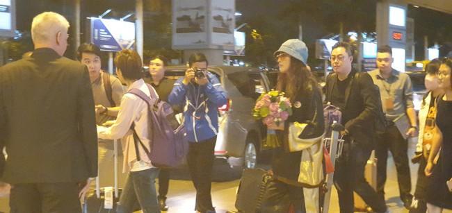 Diệt Tuyệt sư thái - Châu Hải My xuất hiện giản dị và chớp nhoáng tại sân bay Tân Sơn Nhất - Ảnh 4.