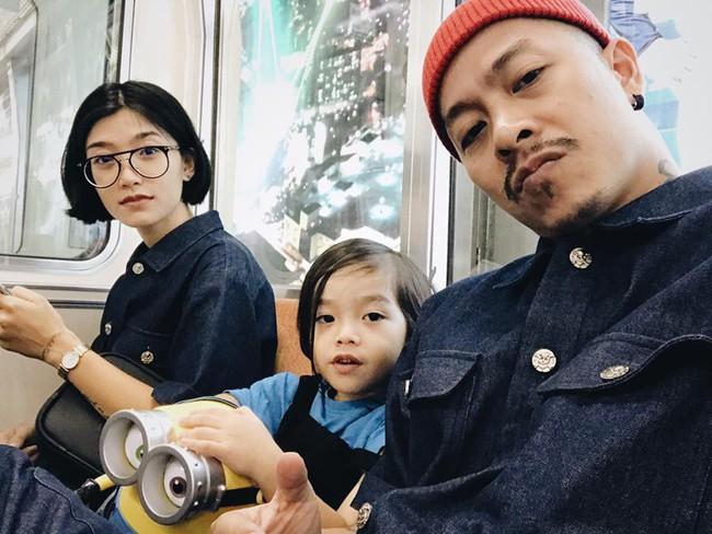 Ngắm loạt ảnh cực ngầu nhưng không kém phần dễ thương của nhóc tỳ thường xuyên bị nhầm thành con gái nhà đạo diễn Việt Max - Ảnh 1.