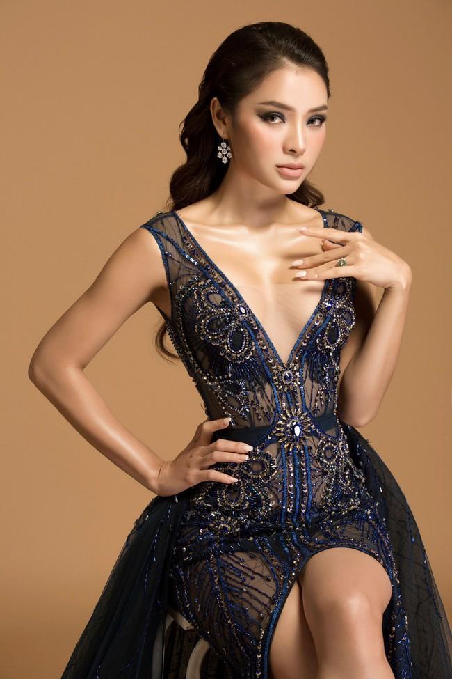 Hờ hững thả rông ngực trần, Phương Trinh Jolie thách thức mọi giới hạn sexy - Ảnh 1.