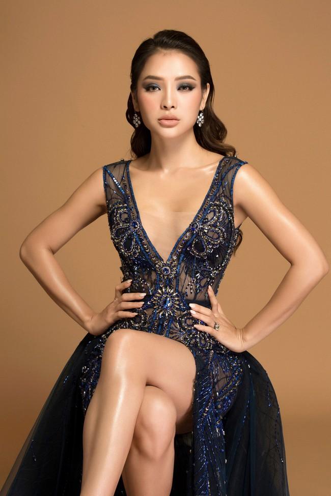 Hờ hững thả rông ngực trần, Phương Trinh Jolie thách thức mọi giới hạn sexy - Ảnh 2.