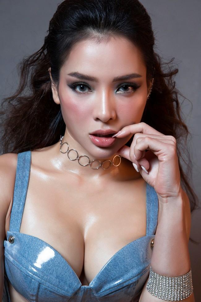 Hờ hững thả rông ngực trần, Phương Trinh Jolie thách thức mọi giới hạn sexy - Ảnh 5.