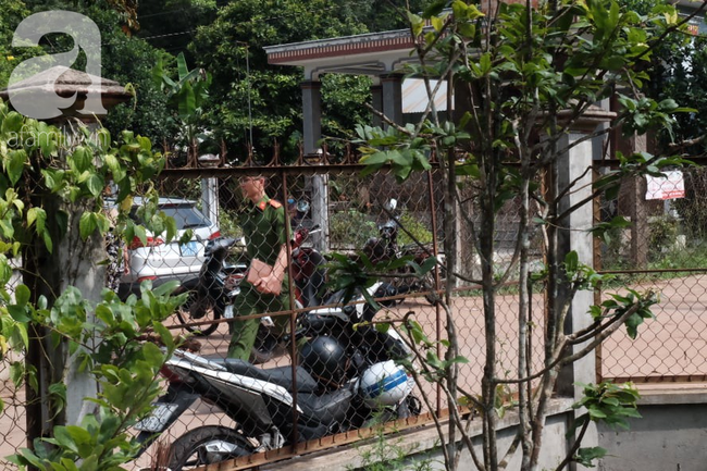 Hàng xóm kể vụ hai thi thể bị đổ bê tông: Trong nhà đầy chai thủy tinh, xác phân hủy bốc mùi hôi thối - Ảnh 9.