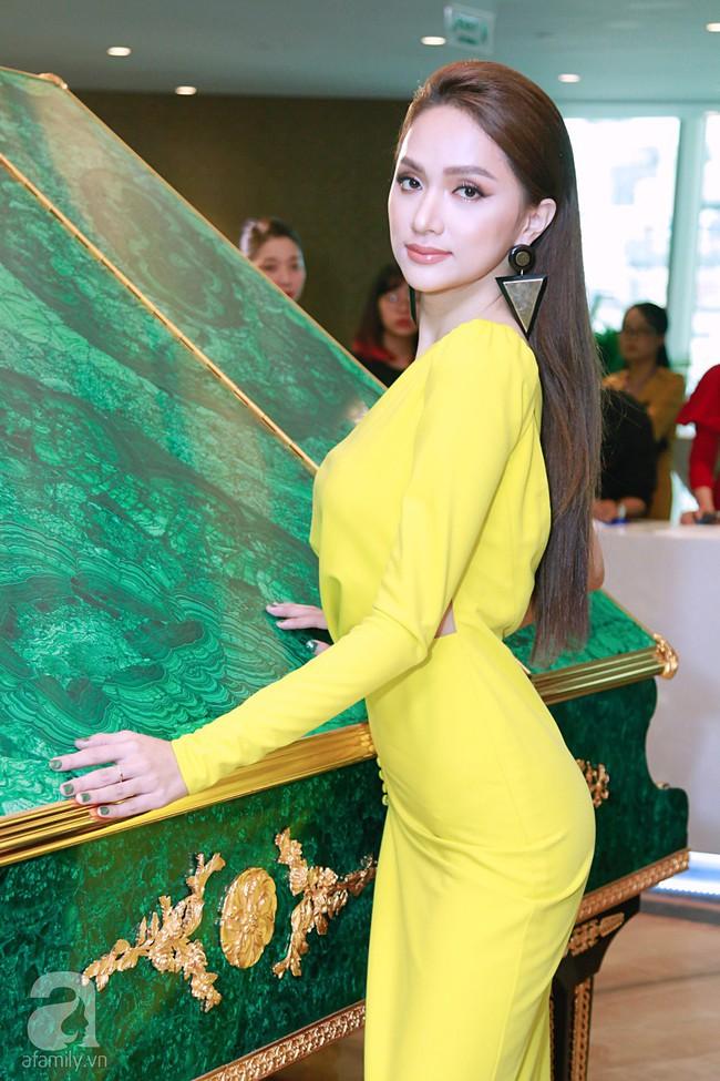 Hoa hậu Hương Giang xinh đẹp tỏa sáng khi đứng cạnh minh tinh Châu Hải My - Ảnh 5.