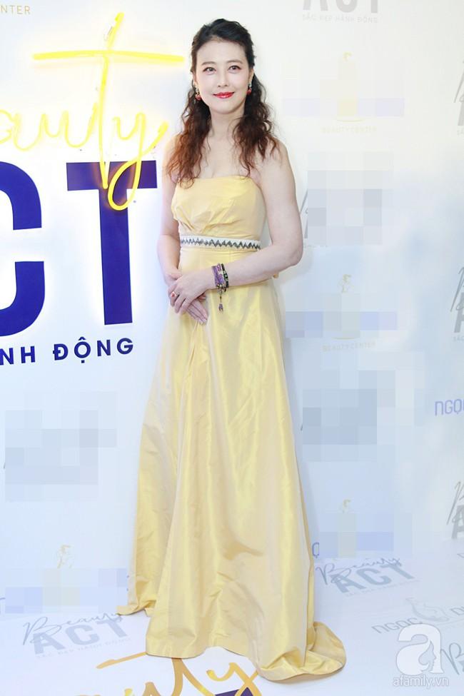 Hoa hậu Hương Giang xinh đẹp tỏa sáng khi đứng cạnh minh tinh Châu Hải My - Ảnh 1.