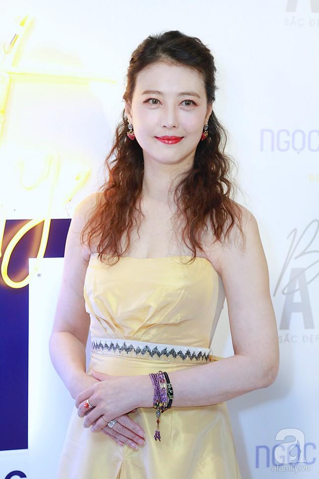 Hoa hậu Hương Giang xinh đẹp tỏa sáng khi đứng cạnh minh tinh Châu Hải My - Ảnh 2.