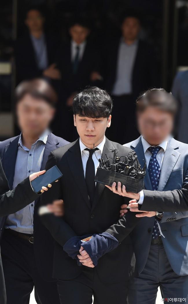 Nóng: Seungri vui vẻ đi tập gym sau khi tòa án hủy lệnh bắt, công chúng Hàn và quốc tế phẫn nộ, fan Việt vẫn bênh - Ảnh 2.