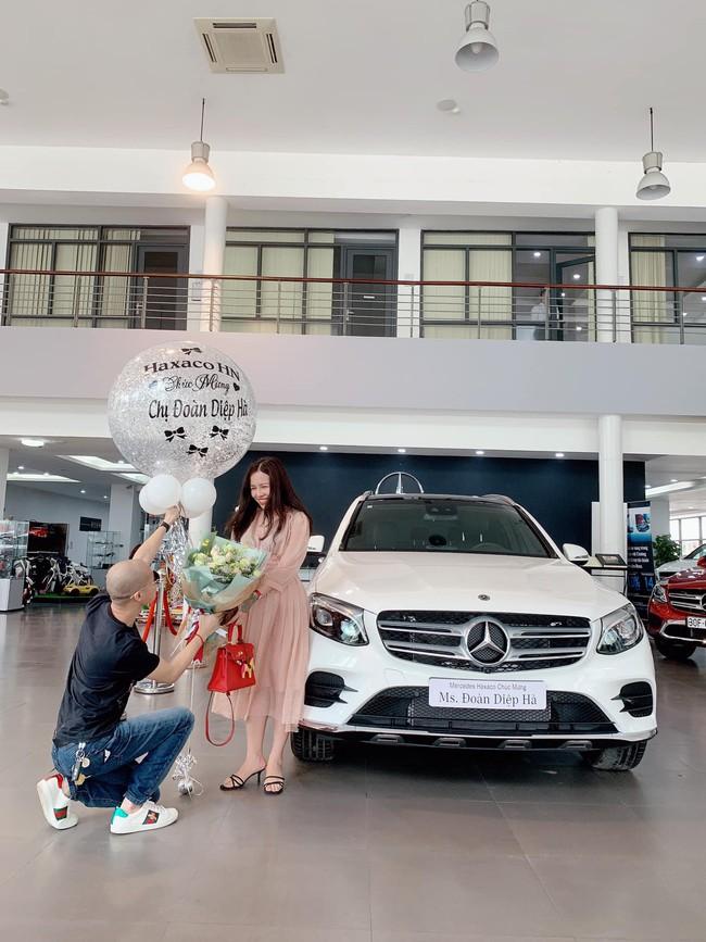 Cặp đôi chịu chi nhất năm: chồng tặng vợ xe hơi 2,3 tỷ, vài ngày sau được vợ tặng lại chiếc khác có giá 5,6 tỷ - Ảnh 1.