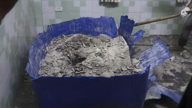 Chiếc thùng thường dùng để nuôi cá được giấu xác người rồi đổ bê tông lên trên rất chắc chắn