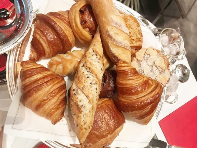 Sang Pháp du lịch, ở khách sạn hạng sang nhưng Quách Ngọc Ngoan và vợ đại gia lại mê mệt món ăn bình dân này - Ảnh 5.