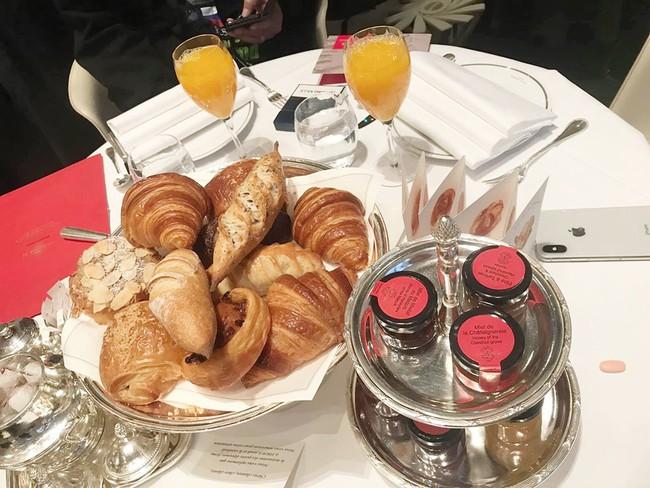 Sang Pháp du lịch, ở khách sạn hạng sang nhưng Quách Ngọc Ngoan và vợ đại gia lại mê mệt món ăn bình dân này - Ảnh 6.