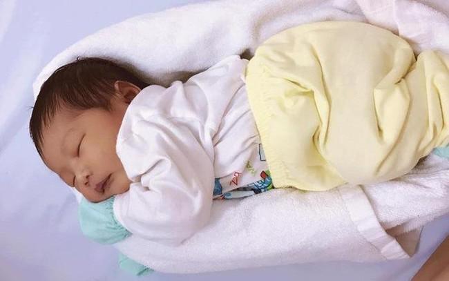 Cùng lắng nghe chuyên gia tiết lộ những điều mẹ cần lưu ý ngay trong tuần đầu tiên sinh em bé - Ảnh 2.