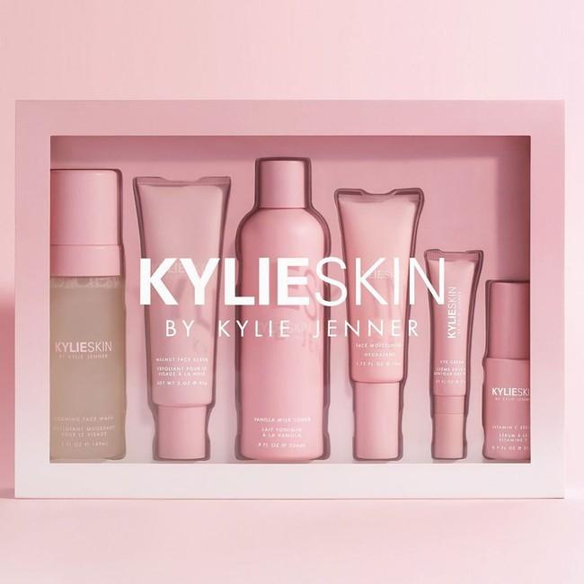 Chưa mở bán, sản phẩm tẩy da chết của Kylie Skin đã bị dân tình tẩy chay, bác sĩ cảnh báo có nguy cơ gây hỏng da - Ảnh 1.
