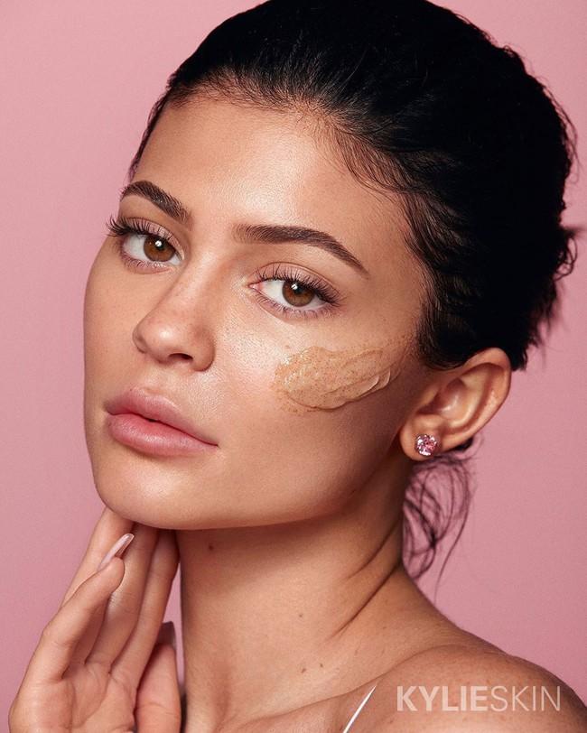 Chưa mở bán, sản phẩm tẩy da chết của Kylie Skin đã bị dân tình tẩy chay, bác sĩ cảnh báo có nguy cơ gây hỏng da - Ảnh 6.