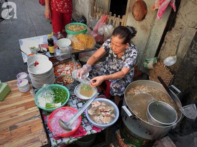Quán ăn nhỏ hơn 40 năm tuổi góp phần làm nên văn hóa ẩm thực hẻm Sài Gòn: 7 ngày bán 7 món khác nhau, tuyệt hảo nhất chính là món chay - Ảnh 2.