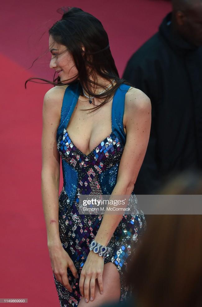 Ngộp thở với các  màn khoe ngực táo bạo tại Cannes ngày 4: Mỹ nhân Như Ý Truyện khoe sắc với váy xẻ cũng vẫn chào thua siêu mẫu thả rông vòng 1  - Ảnh 11.