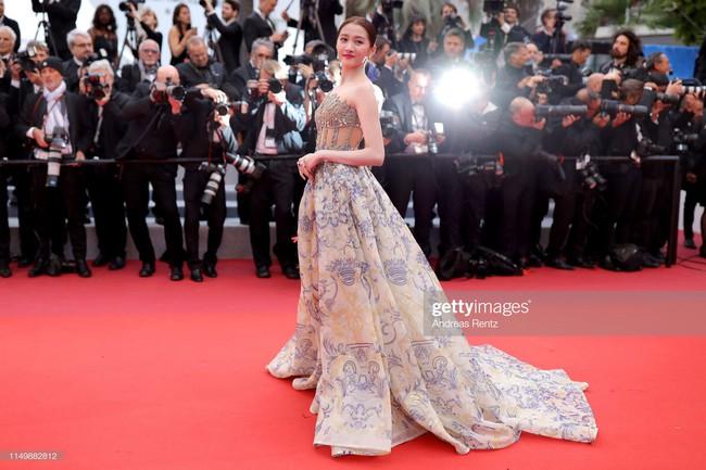Ngộp thở với các  màn khoe ngực táo bạo tại Cannes ngày 4: Mỹ nhân Như Ý Truyện khoe sắc với váy xẻ cũng vẫn chào thua siêu mẫu thả rông vòng 1  - Ảnh 7.