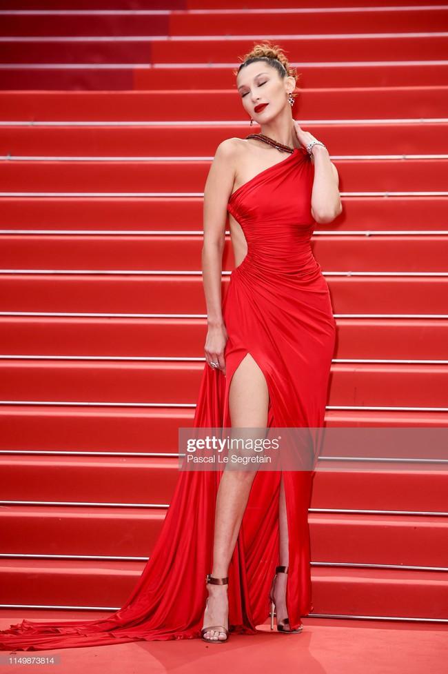 Ngộp thở với các  màn khoe ngực táo bạo tại Cannes ngày 4: Mỹ nhân Như Ý Truyện khoe sắc với váy xẻ cũng vẫn chào thua siêu mẫu thả rông vòng 1  - Ảnh 5.