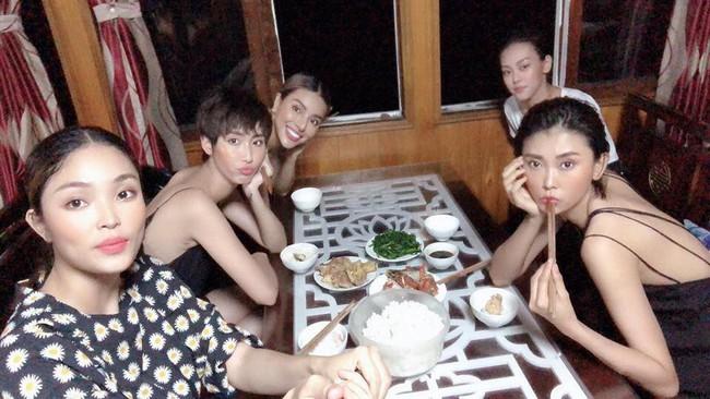 Show diễn Fashion Voyage vừa kết thúc, Lê Thúy cùng dàn mẫu đã lên tiếng tố BTC đối xử tệ và bất công - Ảnh 7.