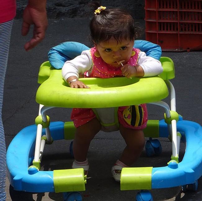 10 vật dụng thường ngày cha mẹ không mảy may để ý đến nhưng lại gây nguy hiểm khôn lường cho trẻ nhỏ, đáng chú ý có những thứ cần thiết cho cả trẻ sơ sinh - Ảnh 7.