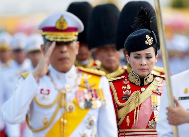 Chan dung nguoi phu nu vua duoc vua Thai Lan phong lam Hoang hau, tuyen bo ket hon lan thu 4