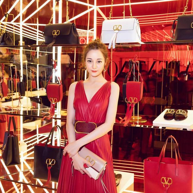Địch Lệ Nhiệt Ba rất xinh, nhưng tiếc là phải chịu lép vế trước Hoa hậu Hàn đẹp nhất Thế giới khi diện chung đầm hiệu - Ảnh 5.