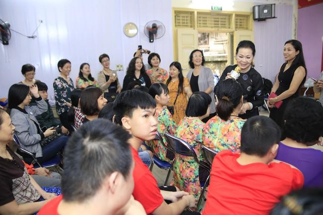 Khánh Ly xúc động khi nghe các em nhỏ khuyết tật hát nhạc Trịnh Công Sơn  - Ảnh 9.