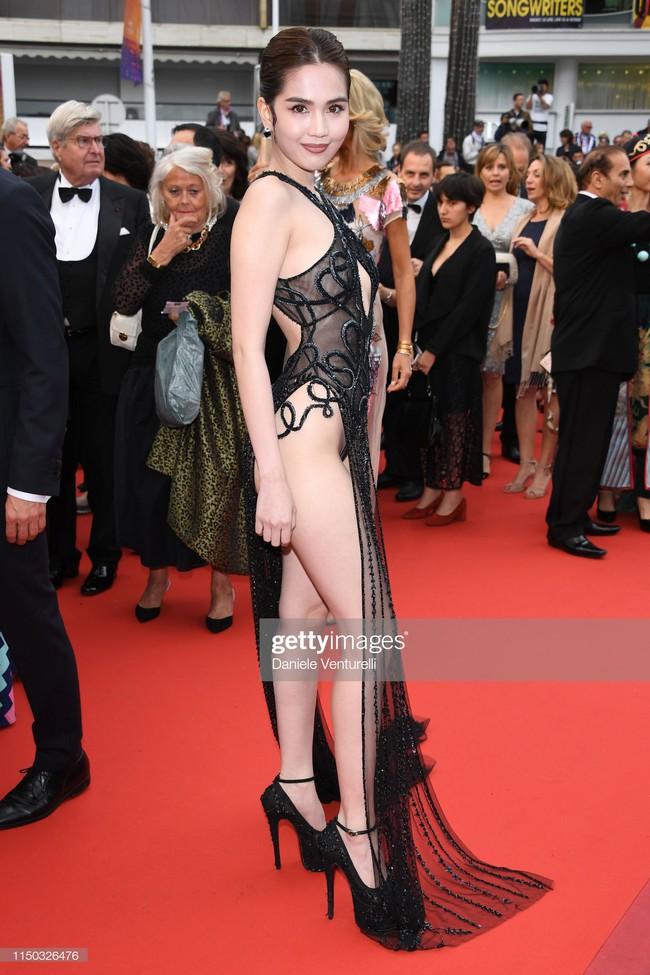 Truyền thông quốc tế đăng ảnh Ngọc Trinh hở nguyên vòng 3 trên thảm đỏ Cannes nhưng ánh mắt ái ngại của mọi người mới đáng chú ý  - Ảnh 8.