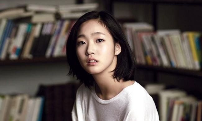 Kim Go Eun chính thức sánh vai cùng Lee Min Ho trong bom tấn mới của biên kịch Hậu duệ mặt trời - Ảnh 1.