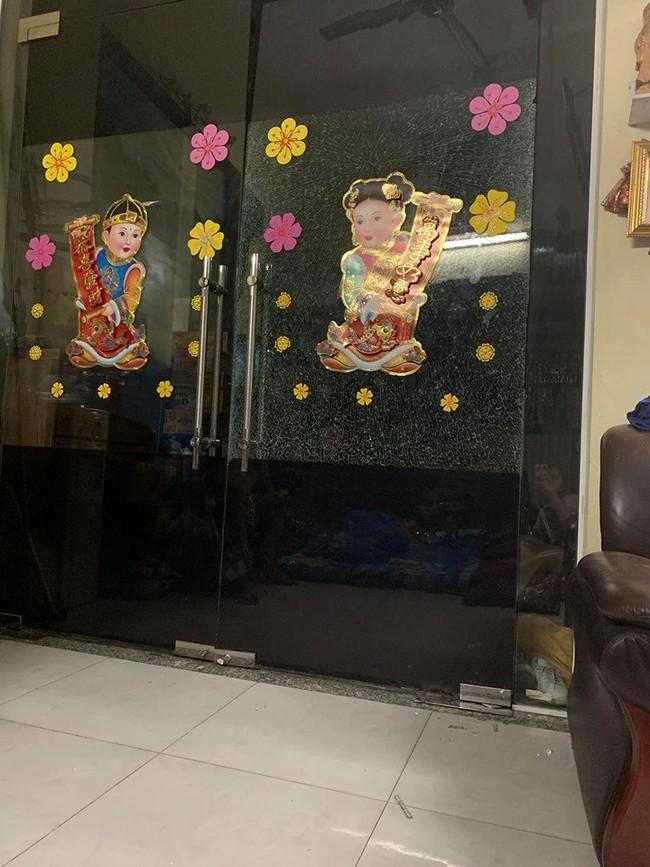 Cảnh báo: Nguy hiểm rình rập ở những cánh cửa có thể gây hại cho trẻ bất cứ lúc nào - Ảnh 2.