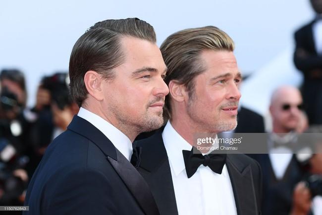 Brad Pitt và Leonardo trên thảm đỏ Cannes: Thời gian dẫu lấy đi cặp mỹ nam tuổi đôi mươi nhưng vẫn giữ lại cho ta hai gã lãng tử bậc nhất Hollywood - Ảnh 1.