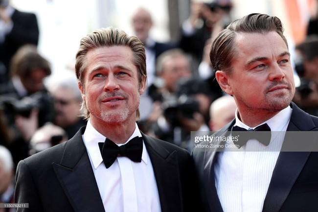 Brad Pitt và Leonardo trên thảm đỏ Cannes: Thời gian dẫu lấy đi cặp mỹ nam tuổi đôi mươi nhưng vẫn giữ lại cho ta hai gã lãng tử bậc nhất Hollywood - Ảnh 2.