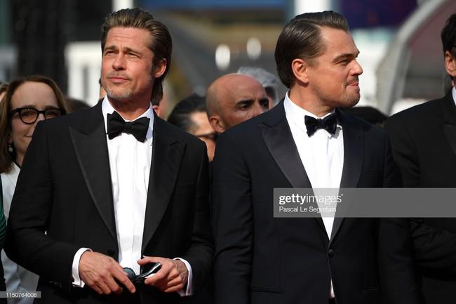 Brad Pitt và Leonardo trên thảm đỏ Cannes: Thời gian dẫu lấy đi cặp mỹ nam tuổi đôi mươi nhưng vẫn giữ lại cho ta hai gã lãng tử bậc nhất Hollywood - Ảnh 10.