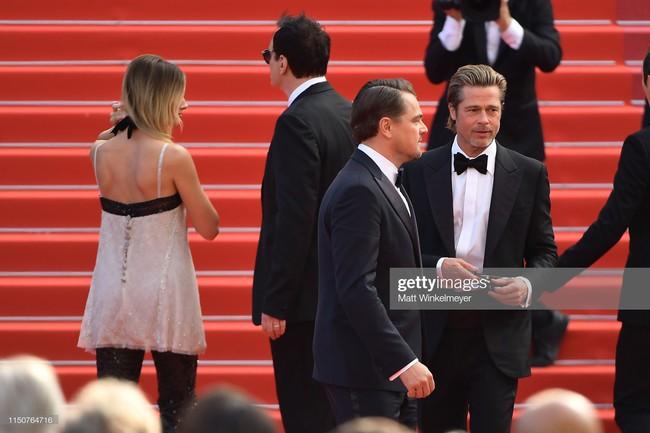 Brad Pitt và Leonardo trên thảm đỏ Cannes: Thời gian dẫu lấy đi cặp mỹ nam tuổi đôi mươi nhưng vẫn giữ lại cho ta hai gã lãng tử bậc nhất Hollywood - Ảnh 18.