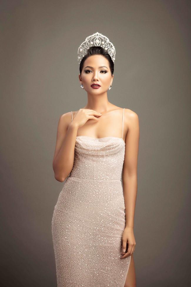 Top Hoa hậu tạo nên kỳ tích Hương Giang, Phương Khánh, HHen Niê xuất hiện trong bộ ảnh đặc biệt của Xuân Lan - Ảnh 6.